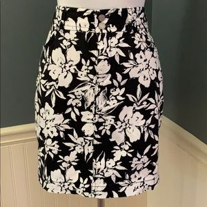 Chaps Black & White Floral Pencil Skirt Size 4